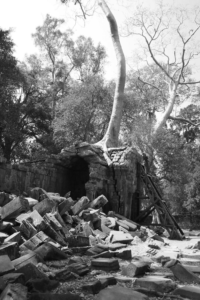 ruins at ta phrom b w the ruins at ta phrom the movie flickr. Black Bedroom Furniture Sets. Home Design Ideas
