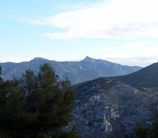 Vue sur le pic de Bertagne 1042m, point culminant des Bouches du Rhône