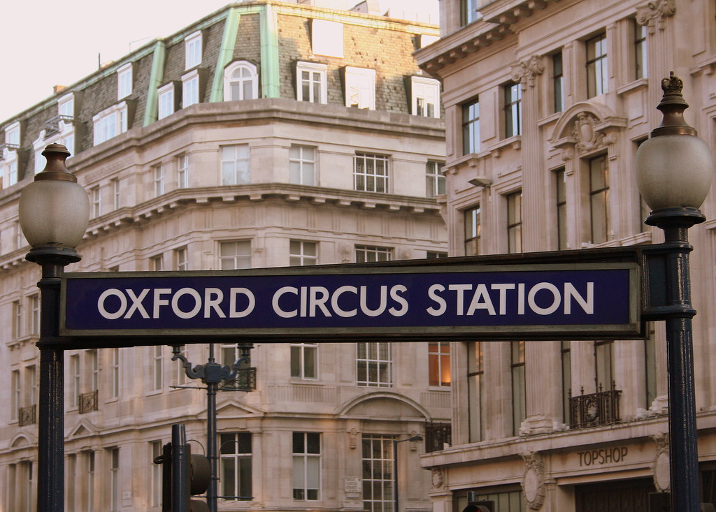 There are jobs in Oxford Circus available immediately, compared to 18, in Farringdon. The average salary for open Oxford Circus jobs is currently £27,, 18% lower than the national average salary for all jobs which is £33,