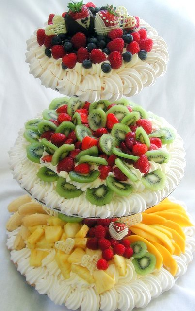 wedding pavlova | tiered wedding pavlova: 1st tier - blueber ...