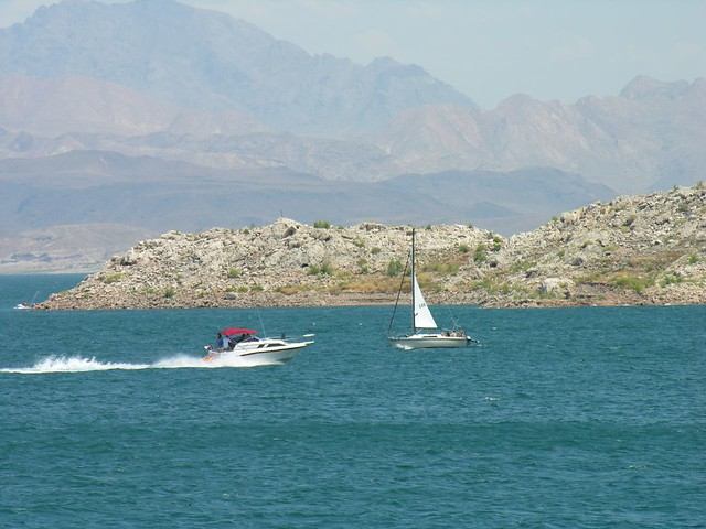 Sail Boat Amp Motor Boat On Lake Mead Six Of Us From Georgia Flickr
