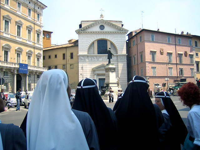 1 nuns in piazza s pantaleo
