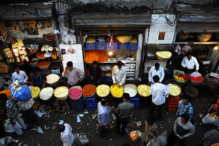 Petals, Toil and Business at Dadar's Phulgalli [PHOTO 2] | by lecercle