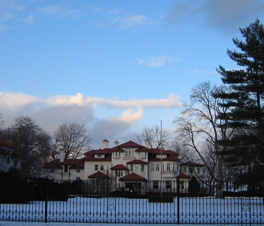 Lake House Love In Michigan: Formerly W. Clement Stone's