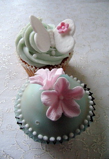 Flower & butterfly cupcakes! Not quite finished yet! | by kylie lambert (Le Cupcake)