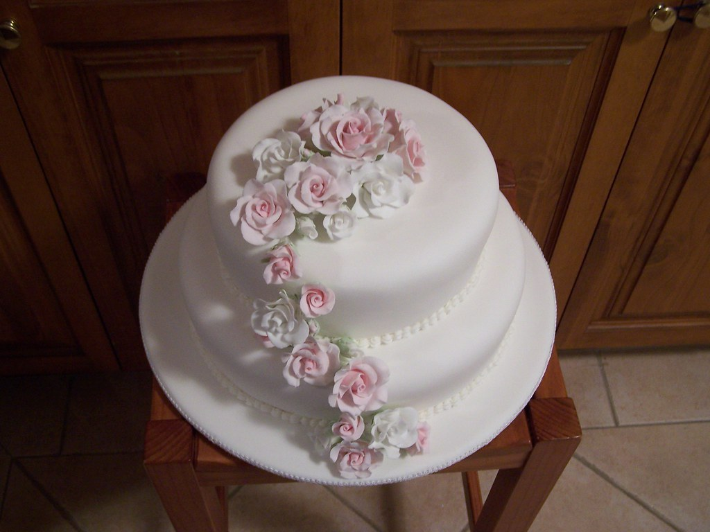 pink and white rose wedding cake pink and white wedding cake chocolate mudcake 18557