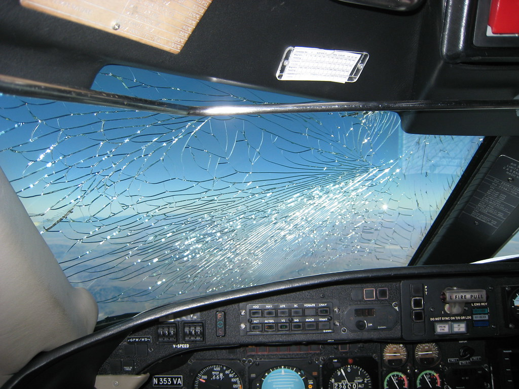 Gulfstream Giii Cracked Windshield In Flight This One