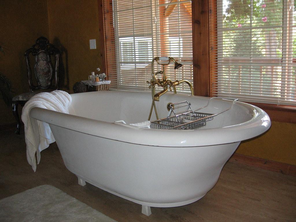 giant bathtub | the biggest bathtub I\'ve ever seen | Erica Nicol ...