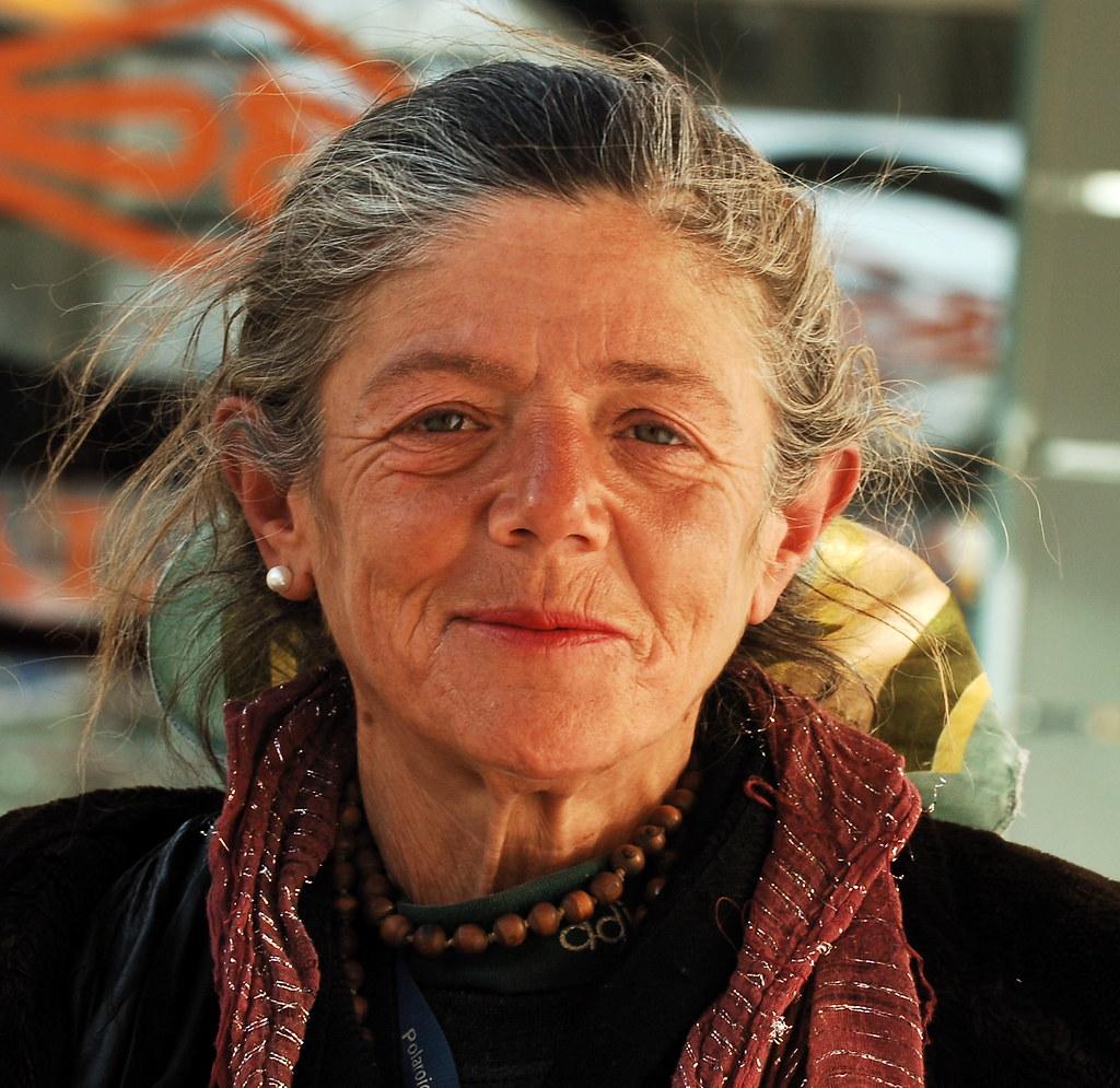a very beautiful old lady ii | lisbon, portugal | pedro ribeiro