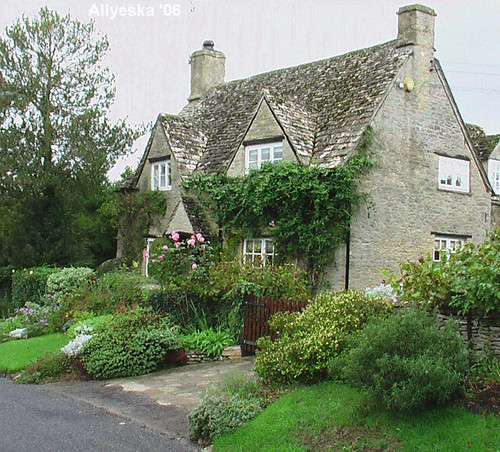 Minster lovell cottage cotswolds digital video camera for Cotswold cottage house plans