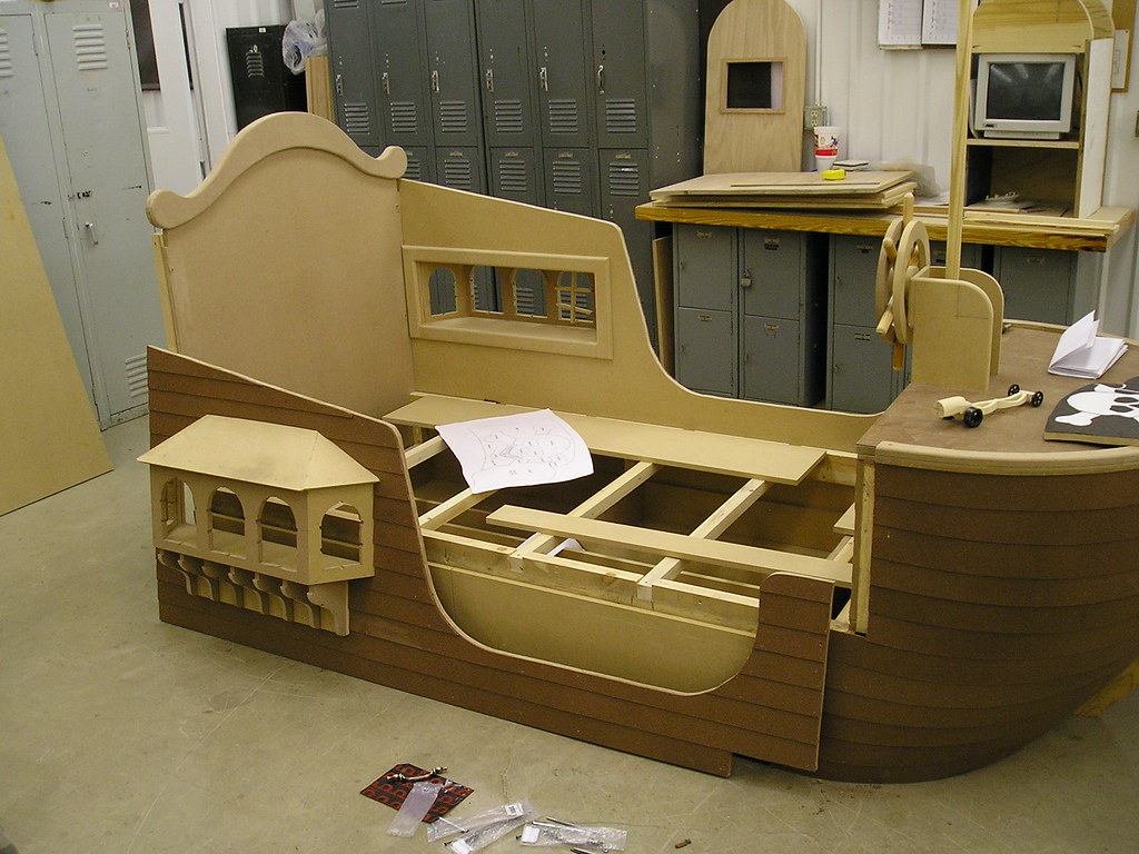 Pirate Ship Bed | This ship is about to set sail ...