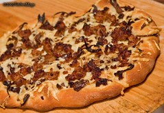 shallot-sausage-asiago-pizza-2 | by kitchenmage