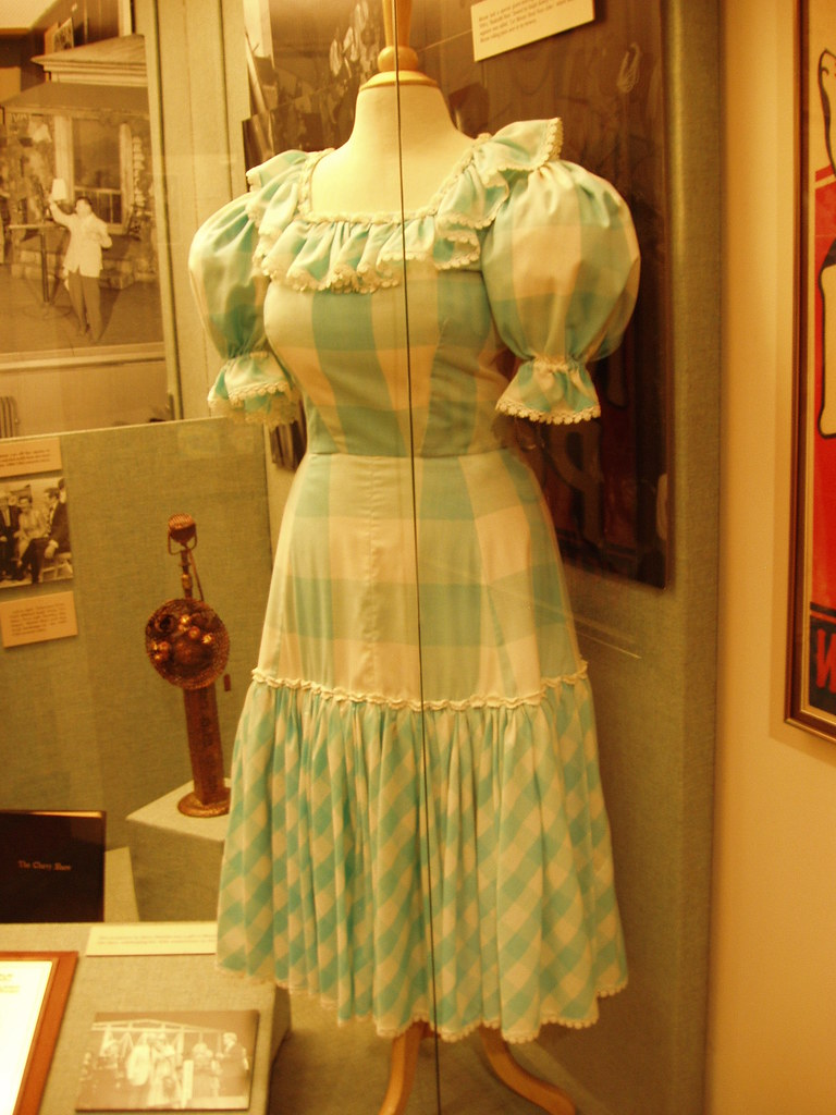 minnie pearl dress at the grand ole opry museum richard