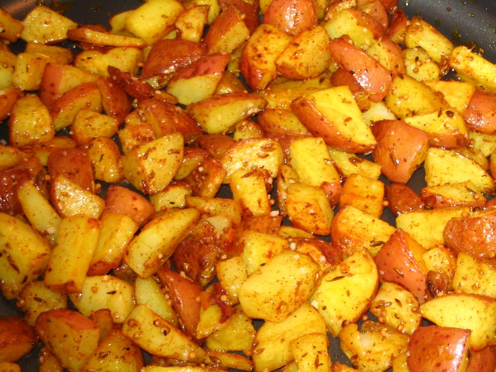 Potatoes | 1.5 lbs new potatoes 3-4 tbs vegetable oil 1/2 ts ...