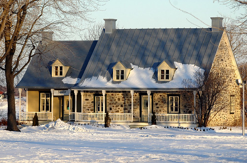 Classic new france house a classic french canadian for Classic house blogspot