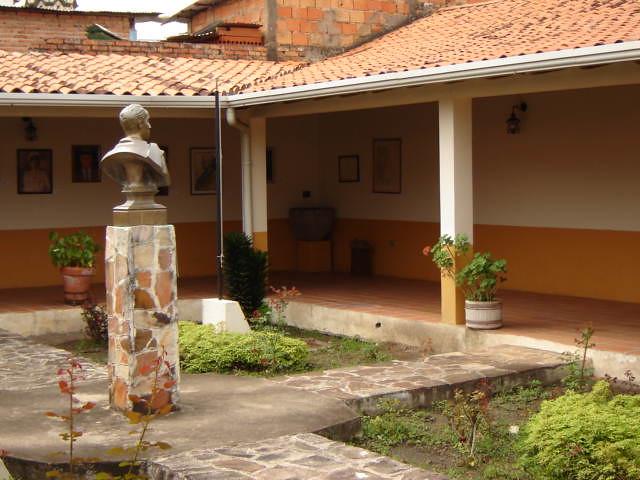 ... michelenapatrimoniodelahumanidad Casa de Marcos Perez Jimenez (6) - by michelenapatrimoniodelahumanidad