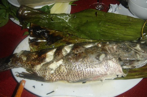 Grilled fish with banana leaves at Bien Ngoc restaurant | by tuvancong2003