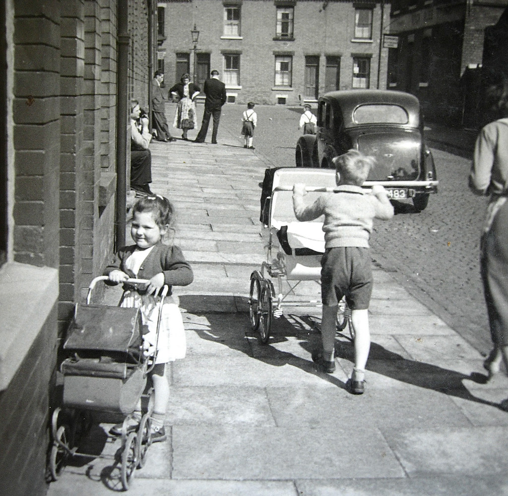 When kids played on the street brixton road radford nottin for Kids on the terrace