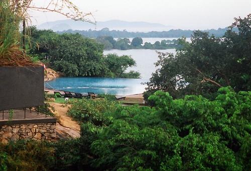 Swimming pool kandalama hotel sri lanka fabindia flickr for Kandalama hotel sri lanka