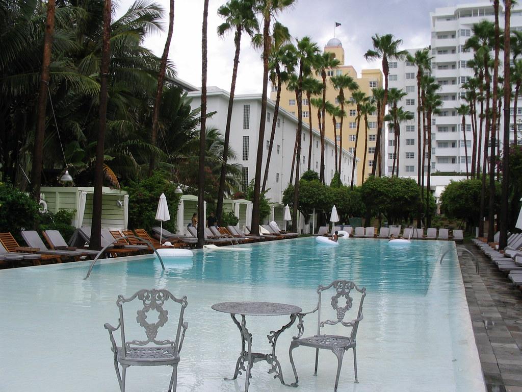 Hotel South Beach Pool