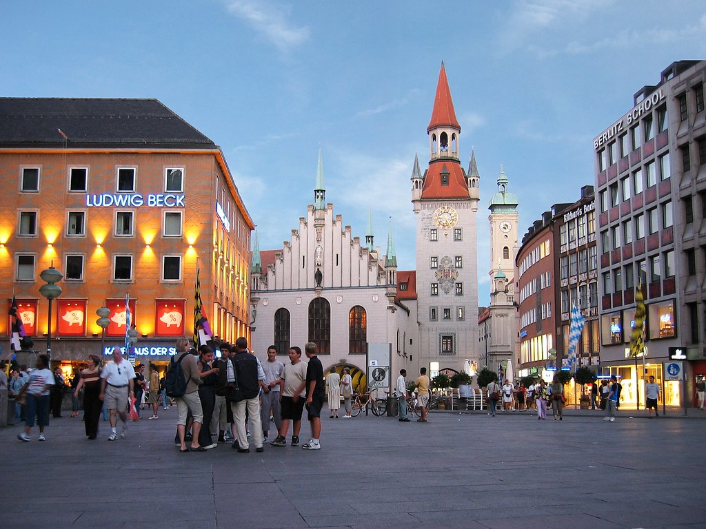 ludwig beck am rathauseck marienplatz munich the city 39 s flickr. Black Bedroom Furniture Sets. Home Design Ideas