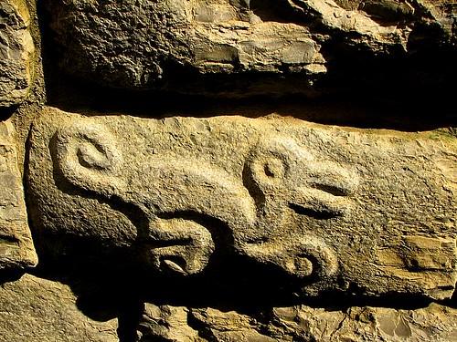 Inscripciones en kuelap otro dibujo piedra