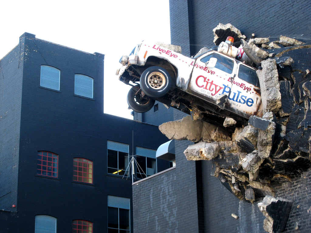 City TV Toronto | City TV truck in the wall in Toronto ...