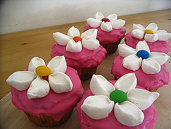 Cupcake Decorating Ideas With Marshmallows : flower cupcakes cupcakes for a friend s first birthday ...