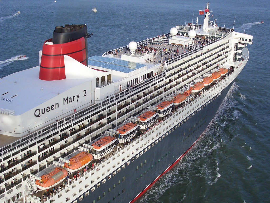 the gallery for queen mary 2 vs titanic. Black Bedroom Furniture Sets. Home Design Ideas