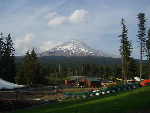 Mount Hood from Skibowl | by righto....