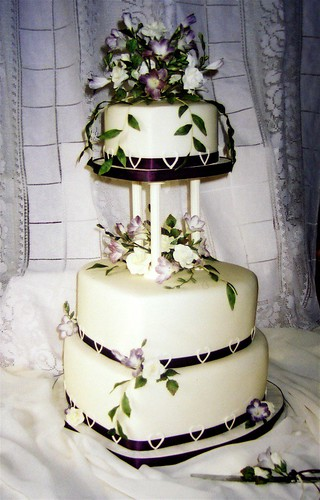heart shaped wedding cake images shape wedding cake the sugar freesias were shades 15158