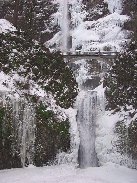 Frozen Multnomah Falls   Multnomah Falls a few days after th ...