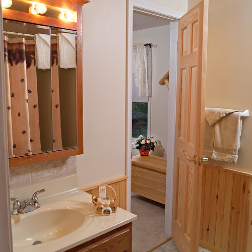Cedar Cottage bath 2 | by Skaneateles Suites