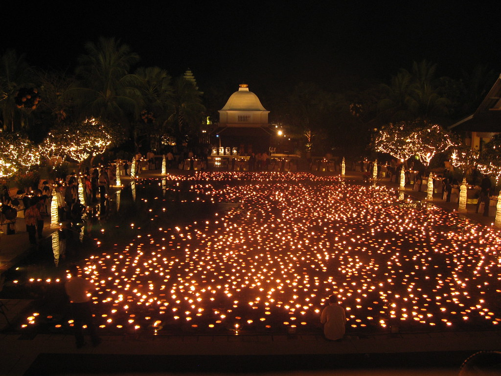 Floating Lights Thousands Of Candles Floating In Our Hotel Flickr