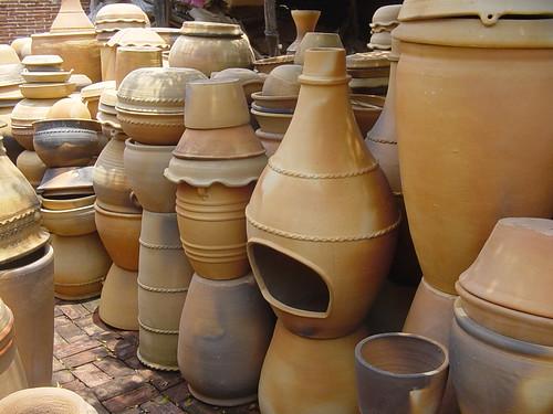 Macetas y chimeneas en barro natural claudia mariscal flickr - Chimeneas de barro ...