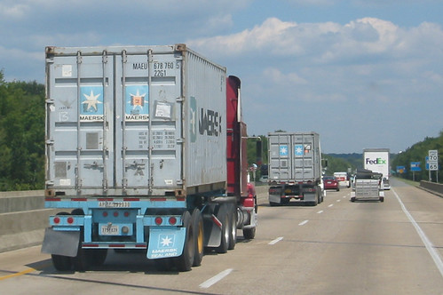 Container trucks on an American highway | Containers are ...