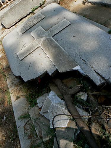 Panteon jardin tumbas abandonadas a perpetuidad ulises for Cementerio jardin