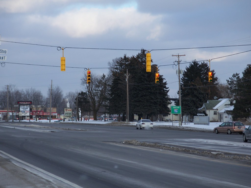 Flashing Red Light >> Another relatively new traffic light | This is the Michigan … | Flickr