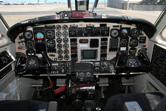 Beechcraft 1900c Cockpit Photo Of Beechcraft 1900c Vh