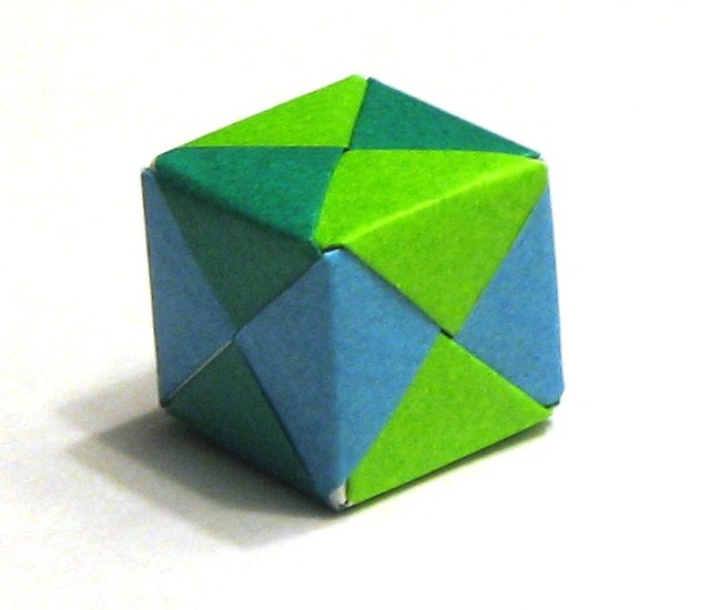 Origami cube | Cube made from 6 pieces of origami paper ...