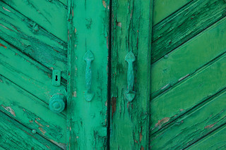 Green door, what's that secret you're keepin' ? | by 45street | www.victorpuig.com