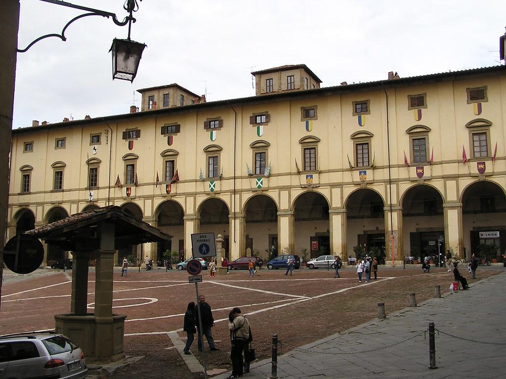 Piazza Grande -Loggia de Vasari