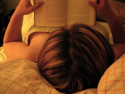 61/365: I try to read before sleeping every night. | by Betsssssy