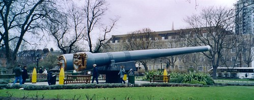 Naval guns outside the Imperial War Museum | by R/DV/RS