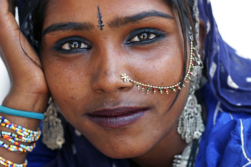 gipsy single asian girls The romani colloquially known as gypsies or roma, are a traditionally itinerant  ethnic group  genetic findings appear to confirm the romani came from a  single group  of rom almost certainly experienced in their south asian  urheimat.