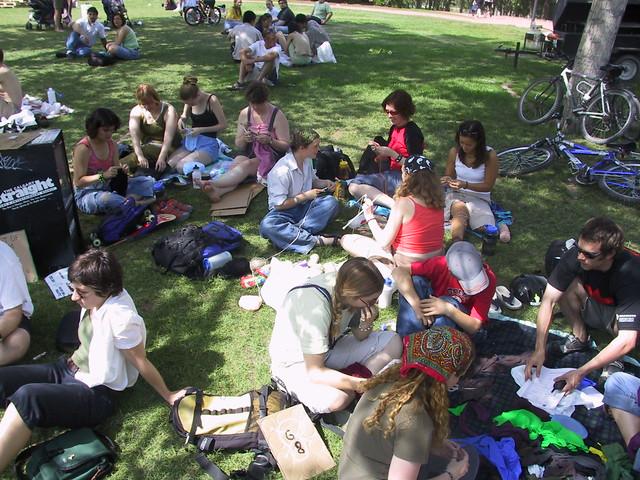 Revolutionary Knitting Circle : Revolutionary knitting in the park