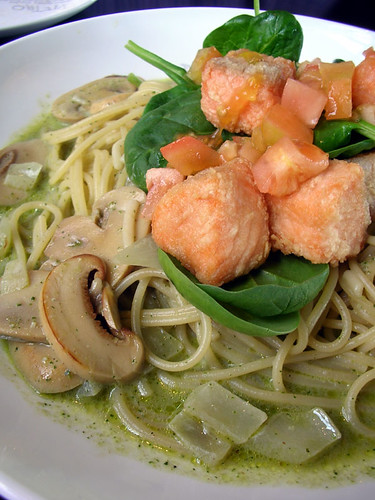 pietro's salmon spaghetti with spinach and basil cream sauce | by chotda