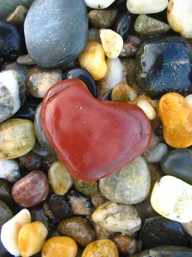 valentine pebble | by *omnia*