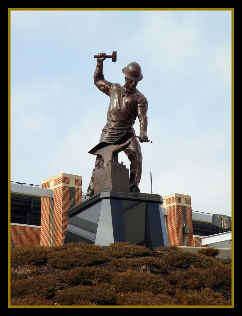 purdue pete statue