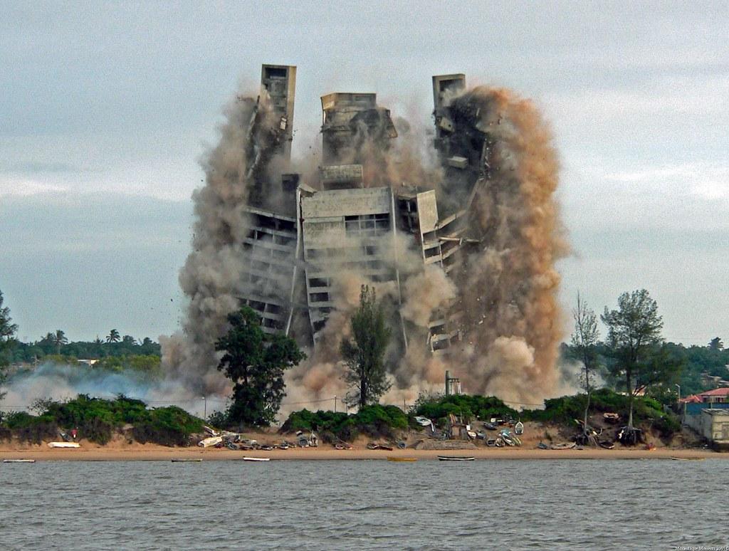4 Seasons Hotel Implosion